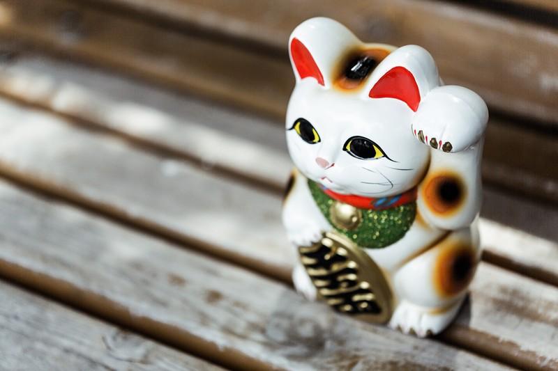 招き猫の置物としての起源は江戸時代から!?